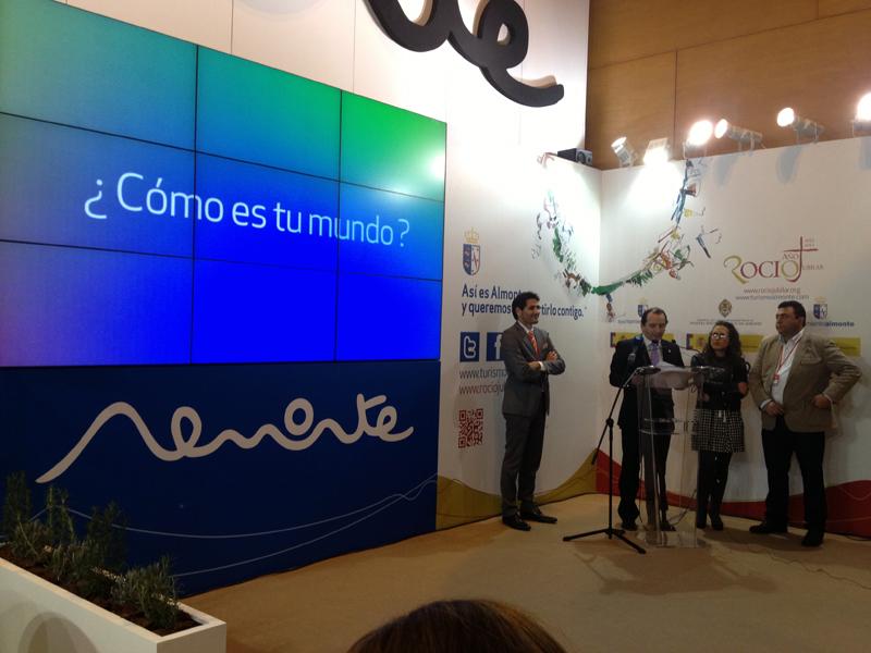 El alcalde de Almonte, José Antonio Domínguez, en la Feria Internacional de Turismo de Madrid. / Foto: V. F. A.