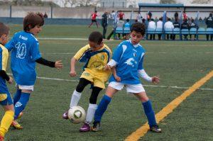 El onubense explica que ha descubierto que existen barreras de acceso para que las personas extranjeras puedan jugar al fútbol a nivel federado sin son menores de edad./ Fotos: Huelva Balompié.
