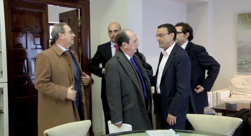 Momento del encuentro entre el presidente de la Diputación de Huelva y representantes de la FOE.
