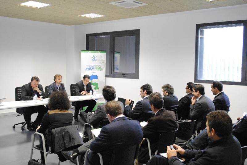 El delegado de la Junta en Huelva, José Fiscal, y el delegado territorial de Economía, Innovación, Ciencia y Empleo, Eduardo Muñoz, en la inauguración de la jornada para fomentar la cooperación entre empresas onubenses y marroquíes.
