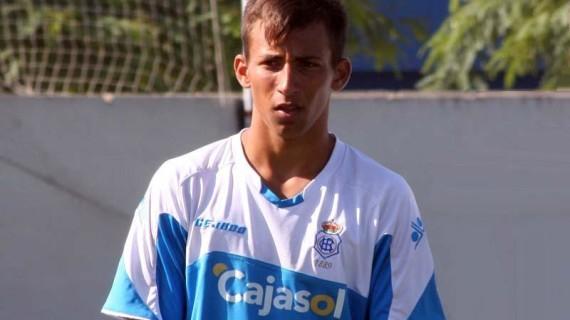 El centrocampista Guille llega al Recre para reforzar a su filial, del que sale Aitor García que se marcha cedido al Celta
