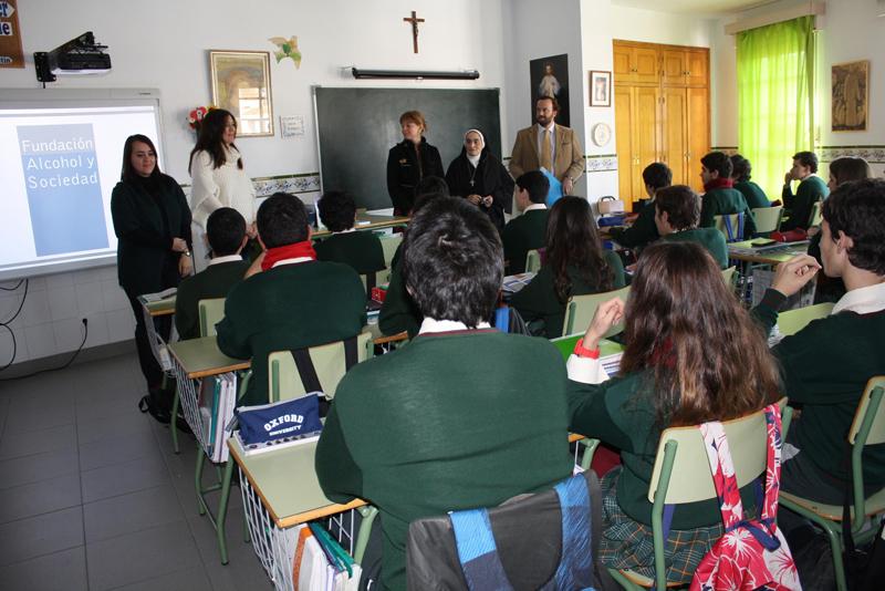 Charla en el Colegio Madres Agustinas para prevenir el consumo de alcohol entre menores.
