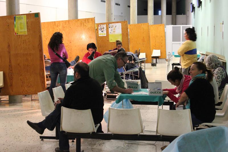 Vecinos de San Juan del Puerto tras donar sangre el pasado mes de noviembre. / Foto: Juan Antonio Ruiz.