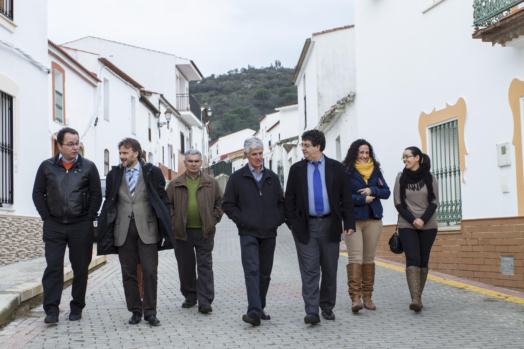 Un momento de la visita de Diego Valderas a Cabezas Rubias