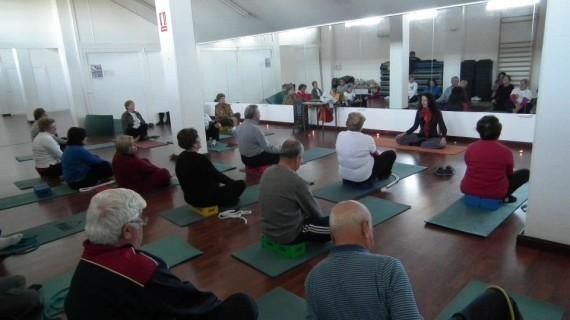 Una sesión de yoga y una charla sobre voluntariado centran la segunda jornada del programa 'Dale vida a los años'