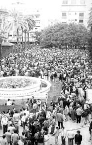 Una multitud de personas se congregó en la concentración de la Plaza de las Monjas. / Foto: