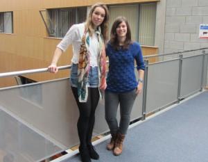 En la investigación, Ana está recibiendo ayuda de una estudiante de psicología de último año, Ciara Danaher