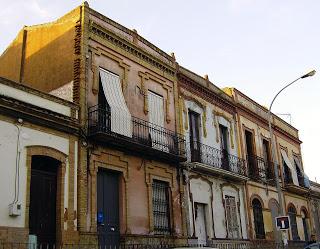 Casas de la Avenida Adoratrices, antiguo Barrio San Sebastián. / Foto: huelvadeayer.blogspot.com.es.