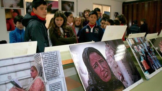 Los escolares cartayeros aprenden a ver el mundo 'Con ojos de Mujer'