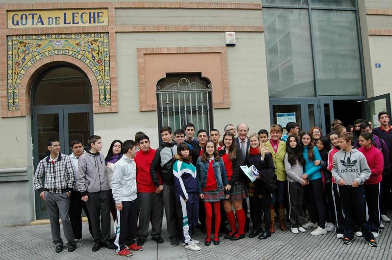 Alumnos del Colegio Montessori en la Gota de la Leche