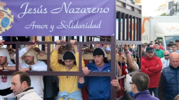 La Hermandad del Nazareno de Moguer recoge alimentos, ropas y juguetes