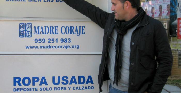 Madre Coraje coloca cuatro contenedores para la recogida de ropa en gasolineras de Huelva