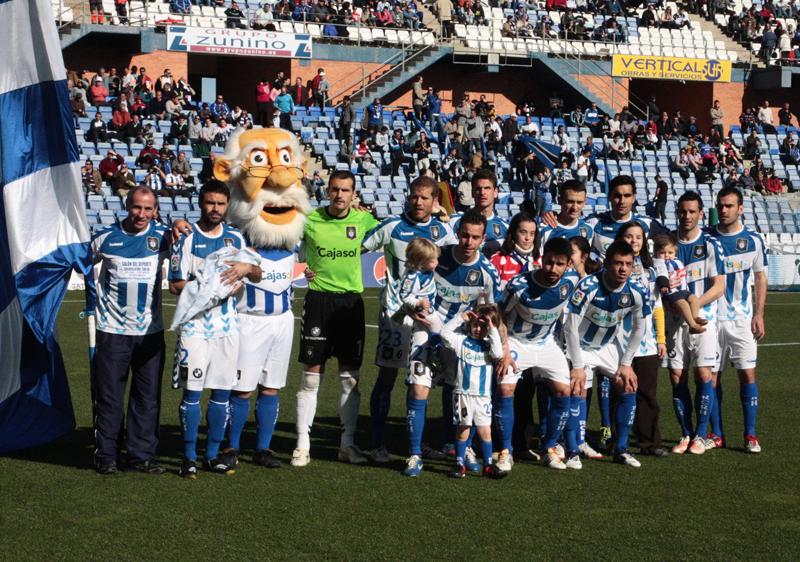El equipo onubense tiene en sus manos dar el primer paso para meterse en la promoción. / Foto: Josele Ruiz.