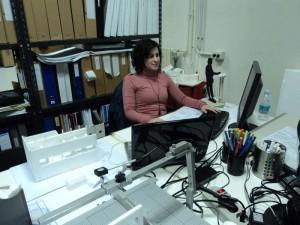 Rocío trabajando en el estudio de arquitectura.