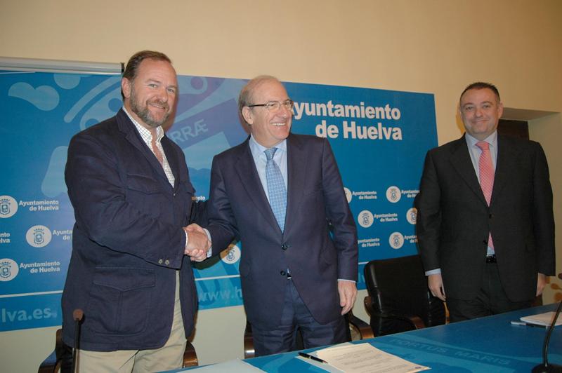 García-Palacios y Rodríguez sellan el acuerdo.