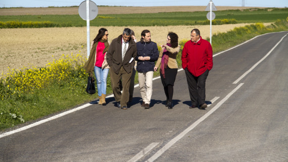 Culmina la reforma de la carretera que comunica Paterna del campo con la aldea de Tujena