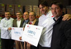 Los promotores de la cena benéfica entregaron la recaudación de la misma a Cruz Roja y el Banco de Alimentos.