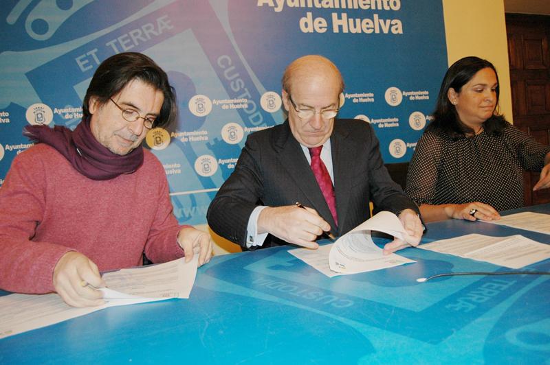 Firma del convenio de colaboración entre el Ayuntamiento de Huelva y el Colegio de Psicología.