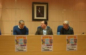 Daniel Arazola (co-organizador del evento), David Toscano, alcalde de Aljaraque, y Miguel Sánchez Antequera, concejal de Deportes del Consistorio, en la presentación del evento.