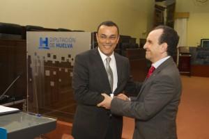 El consejero de Turismo, Rafael Rodríguez, y el presidente de la Diputación, Ignacio Caraballo, firman el Plan de Acción Turística 2013
