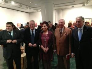 Tras el acto los asistentes han pasado a ver la muestra expuesta de Antonia María Peralto
