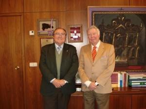 El presidente dela Asociación Banco de Alimentos de Huelva, Juan Manuel Díaz Cabrera, junto al presidente dela Fundación Caja Rural del Sur, José Luis García Palacios.