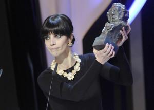 Maribel Verdú recoge su Goya a la mejor actriz. / Foto: Alberto Ortega / premiosgoya.academiadecine.com