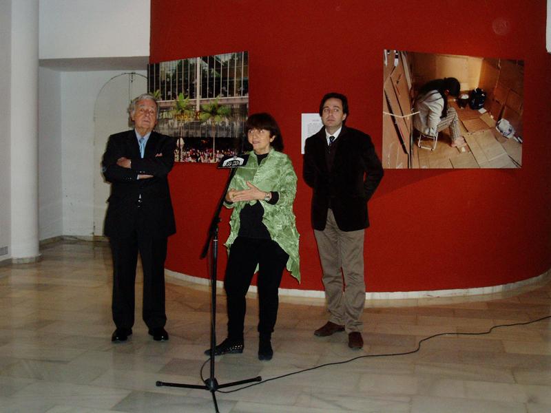 José Luis Ruiz, Marisa González y Manuel Remesal en la apertura de la muestra.