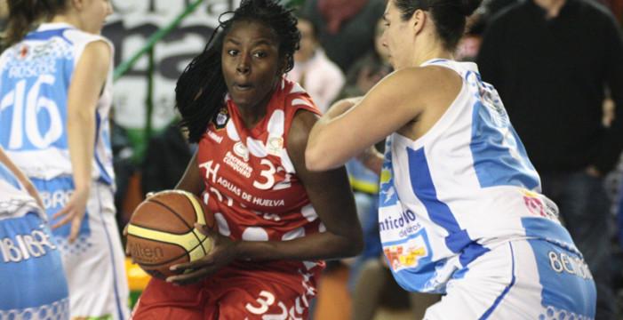 La norteamericana Bernice Mosby, jugadora de la jornada y mejor anotadora de la liga