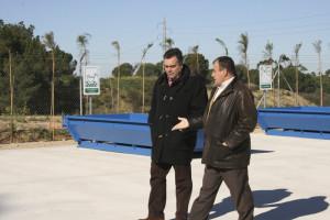 Manuel García y José Villa en el nuevo punto limpio de La Palma.