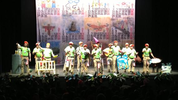El público se entusiasma en el primer día de concurso del Carnaval de la Luz