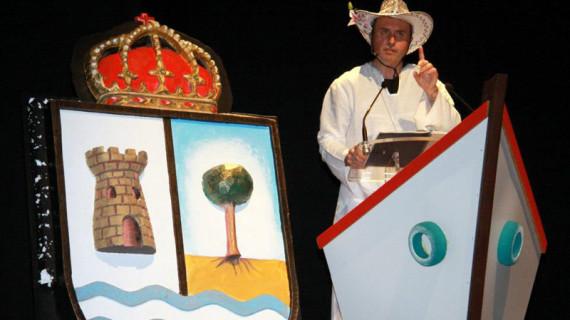 Mora ofreció un pregón teatralizado como comienzo del Carnaval de la Luz 2013