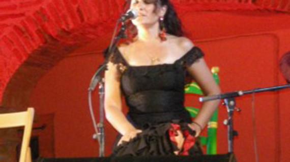 La cantaora onubense Regina actuará en 24 peñas flamencas andaluzas