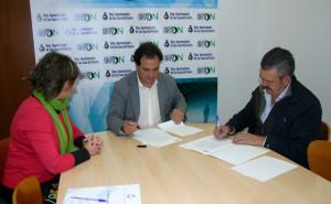 Firma del convenio entre el Ayuntamiento de San Juan y la empresa El Pilonar.