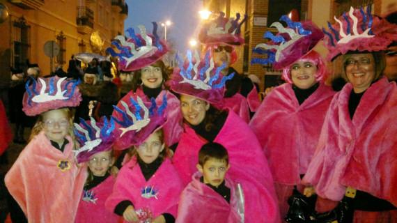 El Desfile de Viudas recorre Isla Cristina en el Miércoles de Ceniza