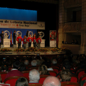 El evento ha destacado por la presencia de un numeroso público, que abarrotó el teatro onubense.
