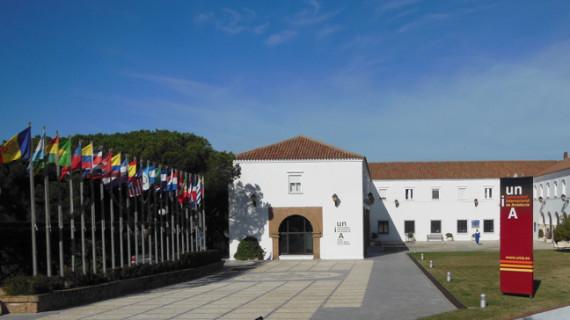 La Cátedra Extenda de la Unia apuesta por acercar más el mundo empresarial a la universidad