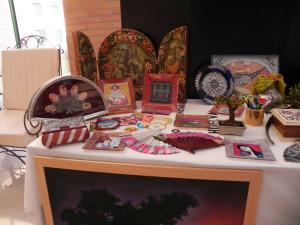 Una muestra de los trabajos de artesanía, donde destacan los abanicos pintados a mano.