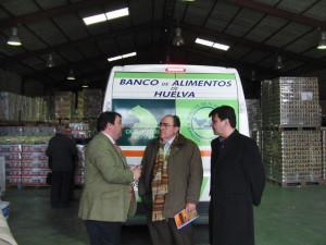 Visita del delegado territorial, Eduardo Muñoz, a las instalaciones del Banco de Alimento de Huelva en el Polígono Pesquero Norte