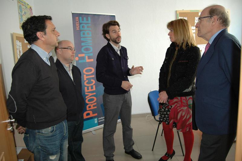 Visita del alcalde de Huelva al nuevo Ambulatorio de Proyecto Hombre en Isla Chica