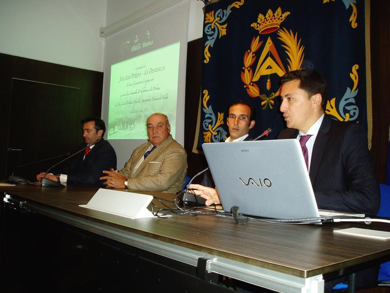 José Luis Pereda, junto a su hijo, estuvieron en la presentación de la página.