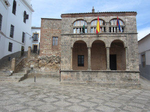 Fachada del Ayuntamiento de Zufre. / Foto: Santiago González