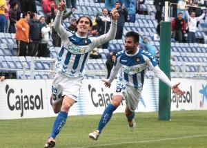 Berrocal y Chuli, eufóricos tras el gol del primero que era el 2-0. / Foto: Josele Ruiz.