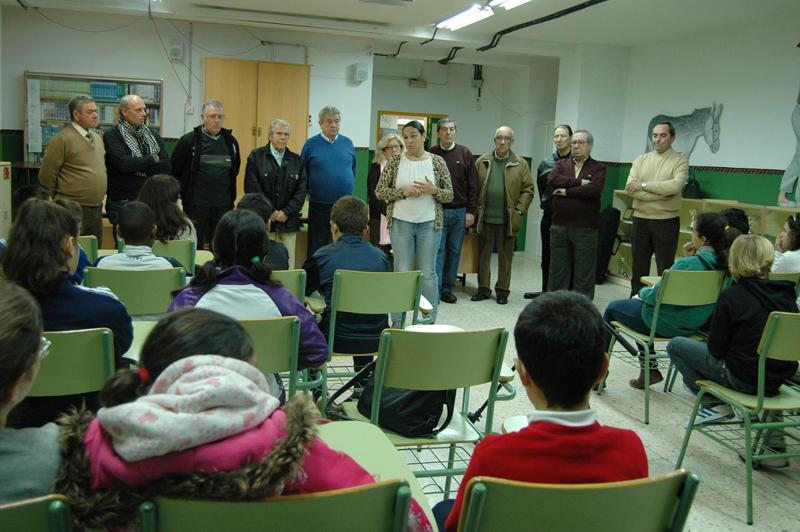 Unos 400 niños participan en Huelva en una nueva edición del programa intergeneracional 'Conocer a tus mayores'