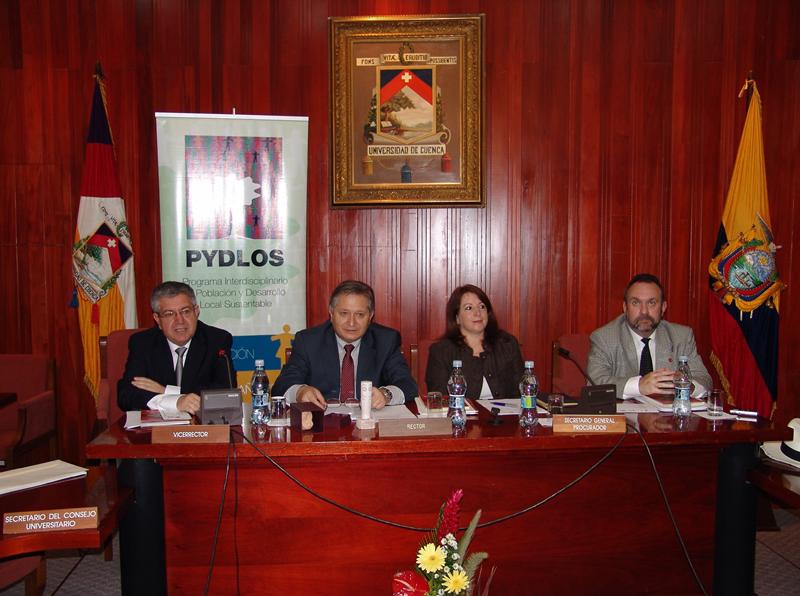 Firma de un convenio interuniversitario entre la Universidad de Huelva y la ecuatoriana de Cuenca.