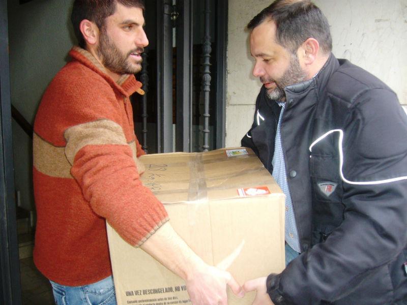Un momento de la entrega de la ayuda humanitaria.