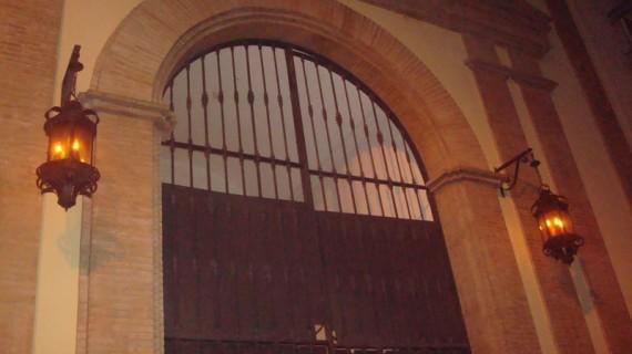 La Hermandad del Calvario recibe a los usuarios y trabajadores del Albergue Municipal de Huelva