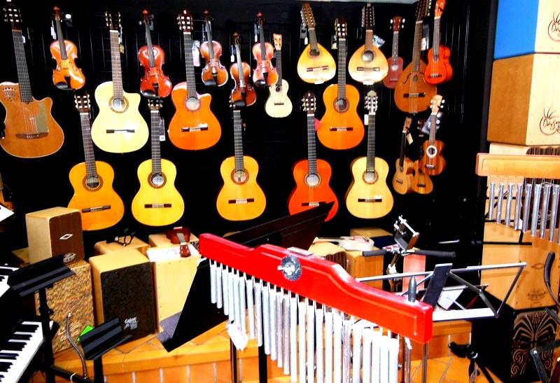 Aunque cuentan con todo tipo de instrumentos, su producto estrella es la guitarra flamenca.