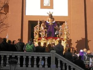 El Cristo de la Victoria a su salida de San Sebastián.