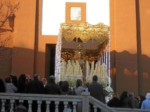 La imagen mariana estrenó un rosario.